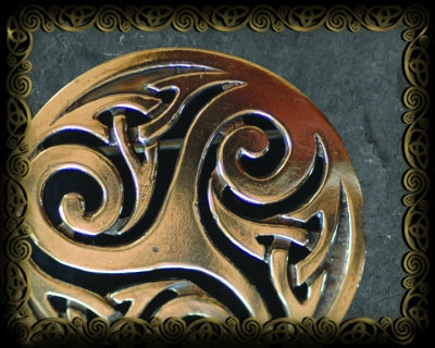 BROOCHES  - Bronze